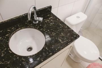 Comprar Apartamentos / Padrão em São José dos Campos apenas R$ 450.000,00 - Foto 14